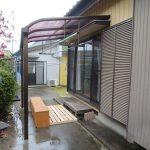 補助金工事とは別に・・・塾に通う子供用の出入りに屋根と下駄箱を設置しました