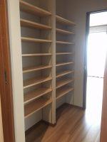 廊下に本棚  寝ている時の地震も安心です