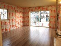 床暖房付 LDKの床が貼れました